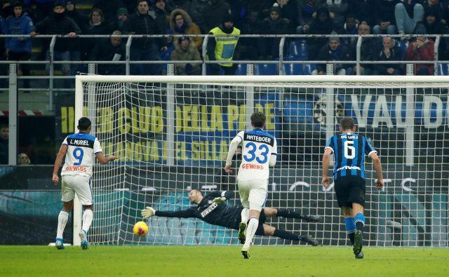 Vratar Samir Handanović je nepričakovano prejel dva gola, Inter pa je podpisal vdajo Bologni. FOTO: Alessandro Garofalo/Reuters