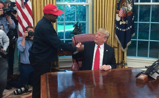 Raper Kanye West je že bil v ovalni pisarni, sicer le kot gost pri predsedniku države Donaldu Trumpu. FOTO: Sebastian Smith/AFP
