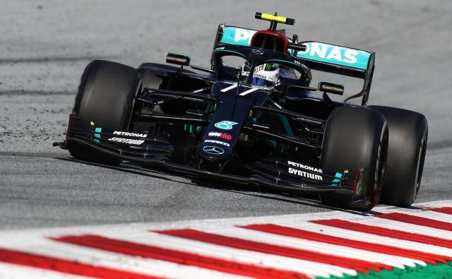 Finski dirkač Valtteri Bottas je najbolje začel novo sezono v formuli 1. FOTO: Mark Thompson/AFP