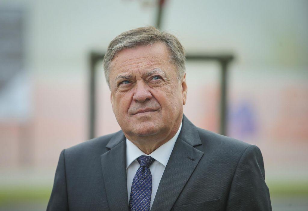 FOTO:Jankovićev test negativen, a bo preventivno ostal v karanteni