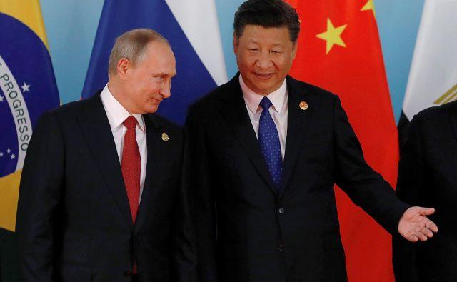 Rusija in Kitajska druga drugi odpirata prostor za globlji prodor do evropskega srca. Foto Tyrone Siu/Reuters