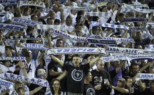 Navijači Rijeke so se veselili velike zmage proti hrvaškemu prvaku Dinamu. FOTO: Jože Suhadolnik/Delo