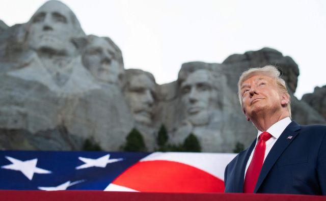 Predsednik Donald Trump pred Mount Rushmorom v Keystonu, Južna Dakota.Foto Saul Loeb Afp