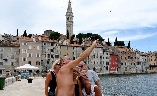 Na Hrvaškem epidemija ne jenja. FOTO: Denis Lovrovic/AFP