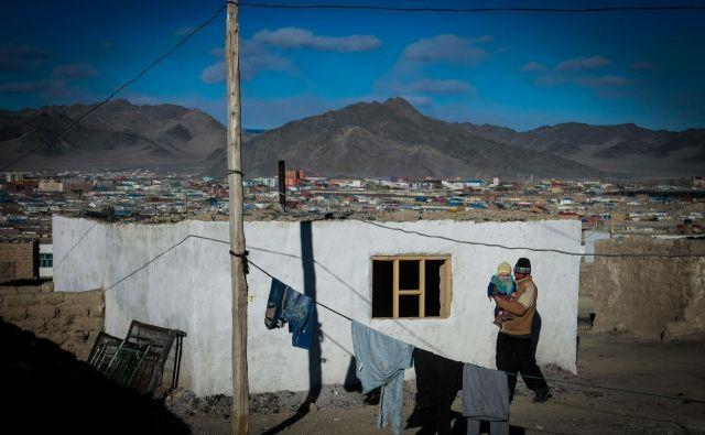 V Mongoliji in okolici so zaradi manjših izbruhov kuge pogosto razglašene območne karantene. FOTO: Byambasuren Byambaochir/AFP