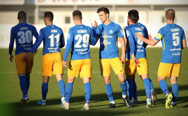 Celjskim nogometašem se ponuja priložnost, da s polnim izkupičkom proti Domžalčanom znova zadihajo za ovratnik viodilnim Ljubljančanom. FOTO: Jure Eržen/Delo
