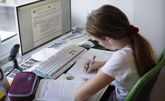 Učenje osnovnošolcev oziroma pouk od doma zaradi koronavirusa. FOTO: Leon Vidic/Delo