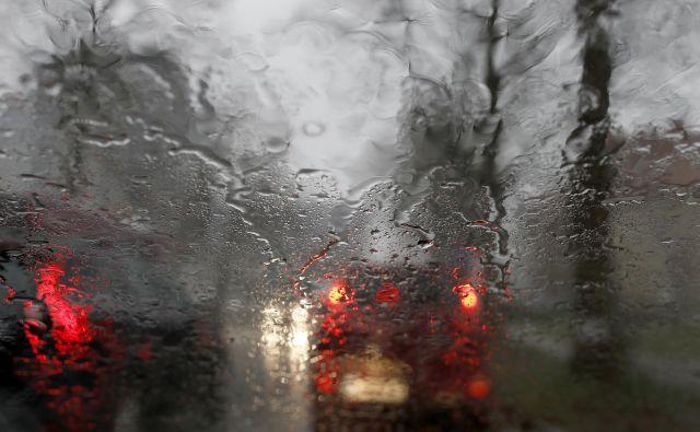 Preobilica dežja je zalila kleti in cestne podvoze. FOTO: Blaž Samec/Delo