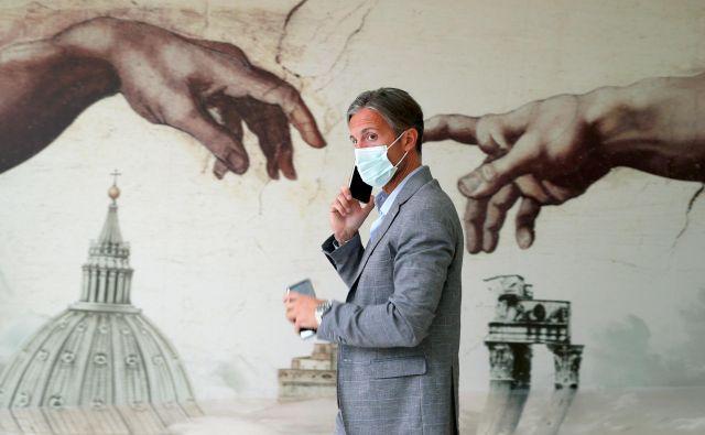 Podobno aplikacijo kot v Nemčiji od sredine junija uporabljajo tudi v Italiji. Foto: Guglielmo Mangiapane/Reuters