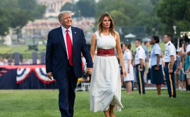 Donald in Melania Trump pred Belo hišo.FOTO: Saul Loeb/AFP