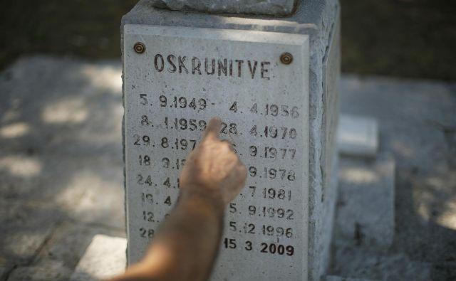 Skrunitve spomenika in druga mazaštva so najlepši dokaz, kdo »čisti« po Trstu in Krasu. Foto: Jure Eržen