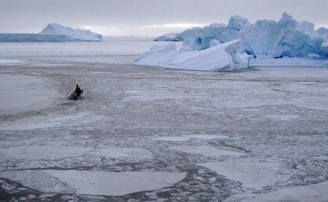 Znanstveniki napovedujejo, da do konca stoletja arktičnega ledu poleti ne bo več. FOTO: Svebor Kranjc/Reuters