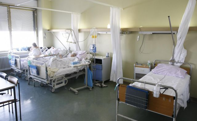 Na kliničnem oddelku za hematologijo (KOH) Interne klinike UKC v Ljubljani so uvedli zdravljenje s celicami CAR-T. FOTO: Tomi Lombar/Delo