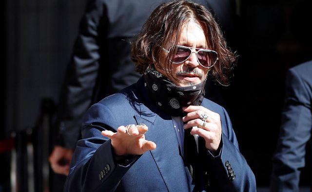 Johnny Depp na sodišču v Londonu. FOTO: Peter Nicholls Reuters