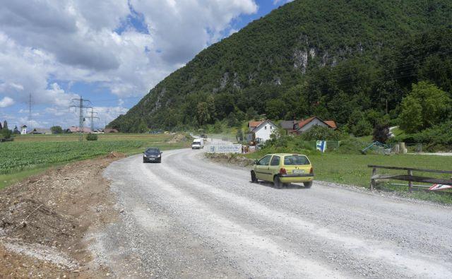 V okviru projekta Čisto zate dela potekajo na cesti Vikrče–Tacen.<br /> FOTO: Vid Svetina