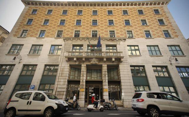 Narodni dom je med Tržačani poznan tudi kot Hotel Balkan (ta je namreč nekoč domoval v palači). Danes ima tu sedež oddelek tržaške univerze za prevajalstvo. Foto Jure Eržen