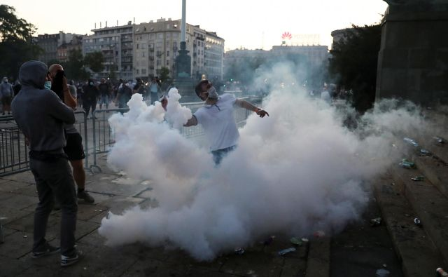 Protesti v Beogradu. FOTO: Marko Djurica/Reuters