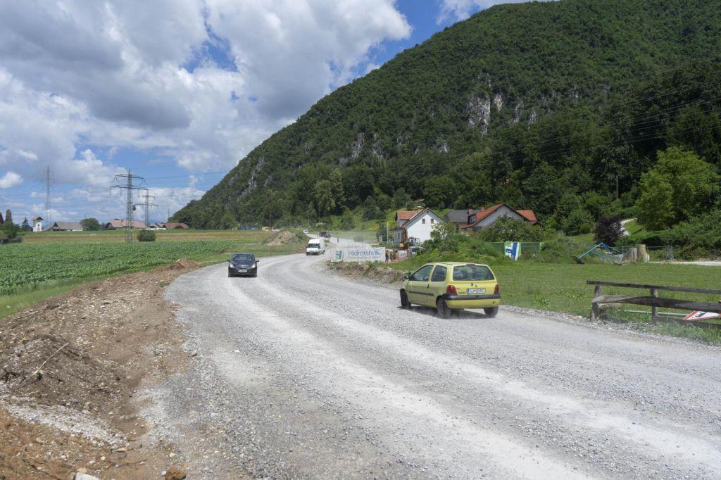 Koronavirus kroji obnovo lokalnih cest