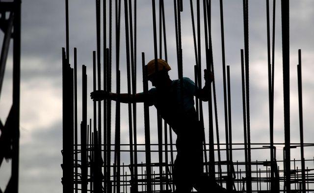S PKP#4 je vlada sofinanciranje čakanja na delo za vse panoge podaljšala vsaj do 31. julija, lahko ga še dvakrat po en mesec, največ pa do 30. septembra. Foto Roman �ipić/delo