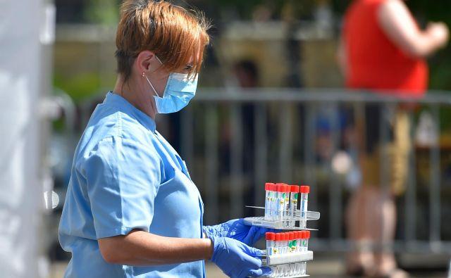 Včeraj je bilo opravljenih1271 testiranj in odkritih 13 novih okužb, kar je manj kot dan poprej. FOTO: Ander Gillenea/Afp