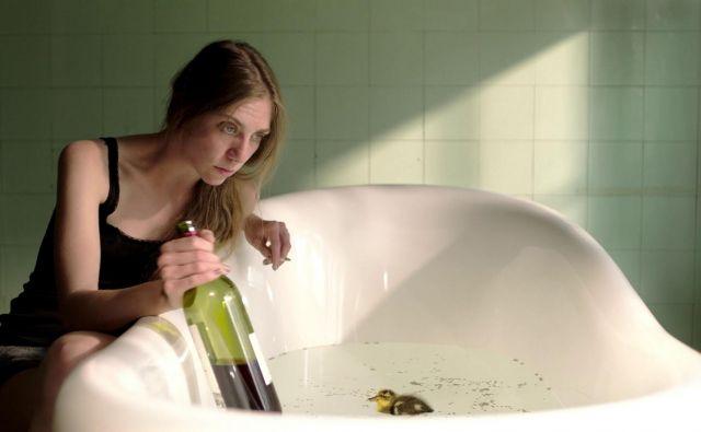 V<em> </em><em>Gaganju</em> Roka Hvale igra Eva Jesenovec. Foto promocijsko gradivo