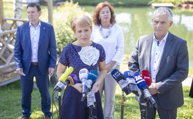 Aleksandra Pivec trdi, daz izjemo ljubljanskega odbora, ki ji je izrekel nezaupnico, na nobenem od njenih obiskov devetih drugih pokrajinskih organizacij ni bilo govora o tem ali o izstopuDesusa iz koalicije. FOTO: Voranc Vogel/Delo