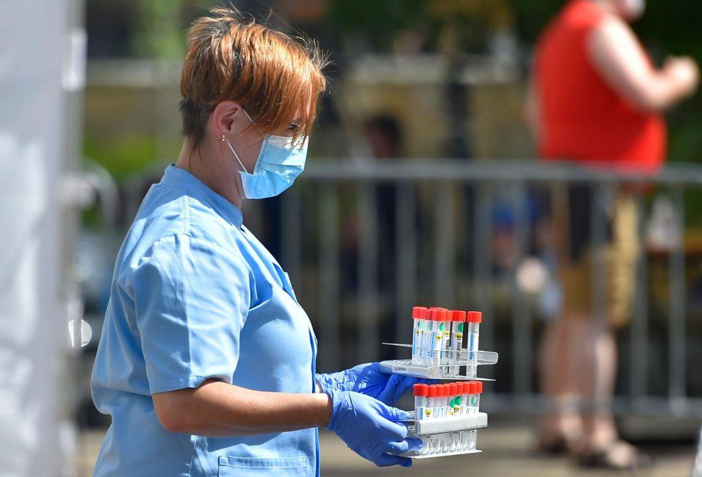FOTO:Poslanci so potrdili tudi uvedbo aplikacije za sledenje okuženim