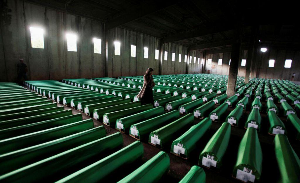 FOTO:Svet izgublja vnemo za boj proti vojnim zločinom