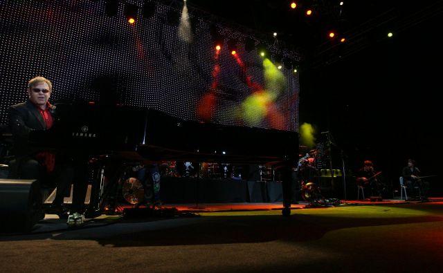 Elton John je edinkrat nastopil v Sloveniji 11. novembra 2011 v ljubljanski dvorani Stožice. FOTO: Ljubo Vukelič/Delo