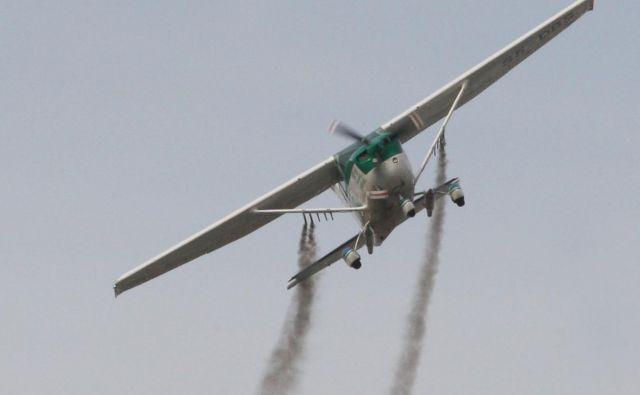 Odzivni čas letalske posadke za obrambo pred točo je pet minut.<br /> FOTO: Tadej Regent/Delo
