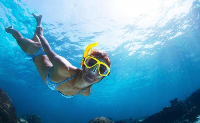 Maska je uporabna, kerlahko v siliplavalec odplava slalom med fascinantnimi kreaturami.FOTO: Shutterstock