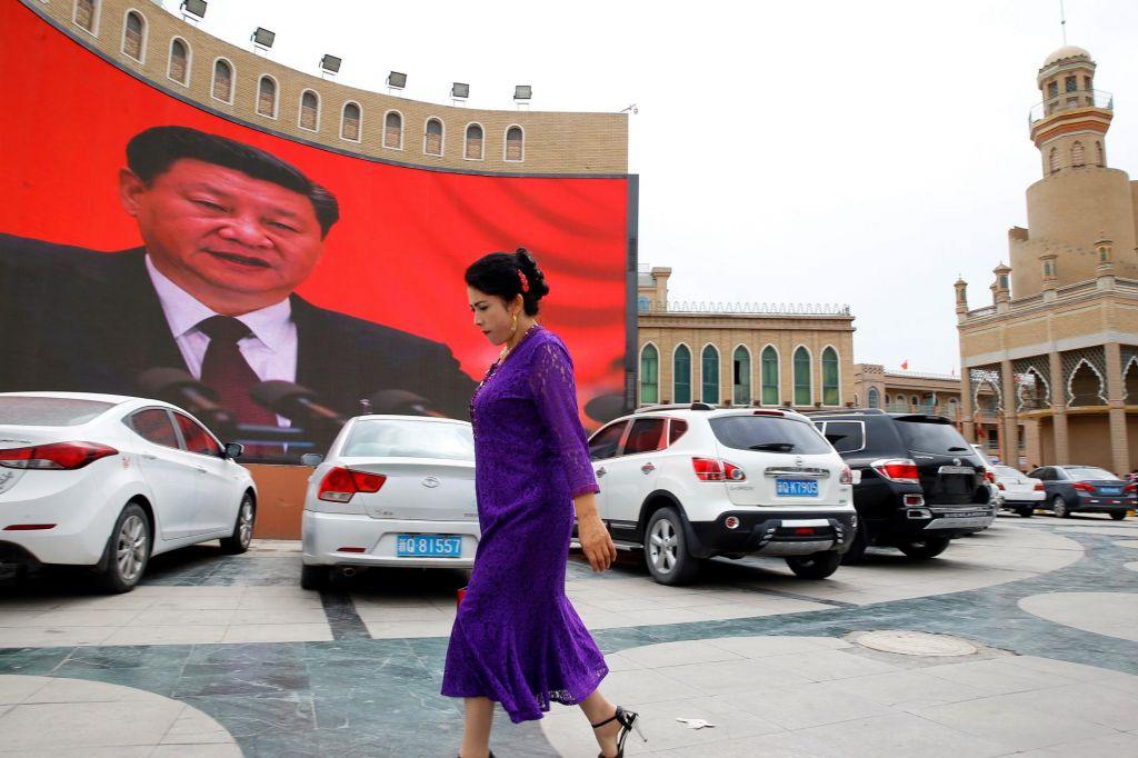 FOTO:Daleč je Xinjiang, dolgo je že od Srebrenice ...