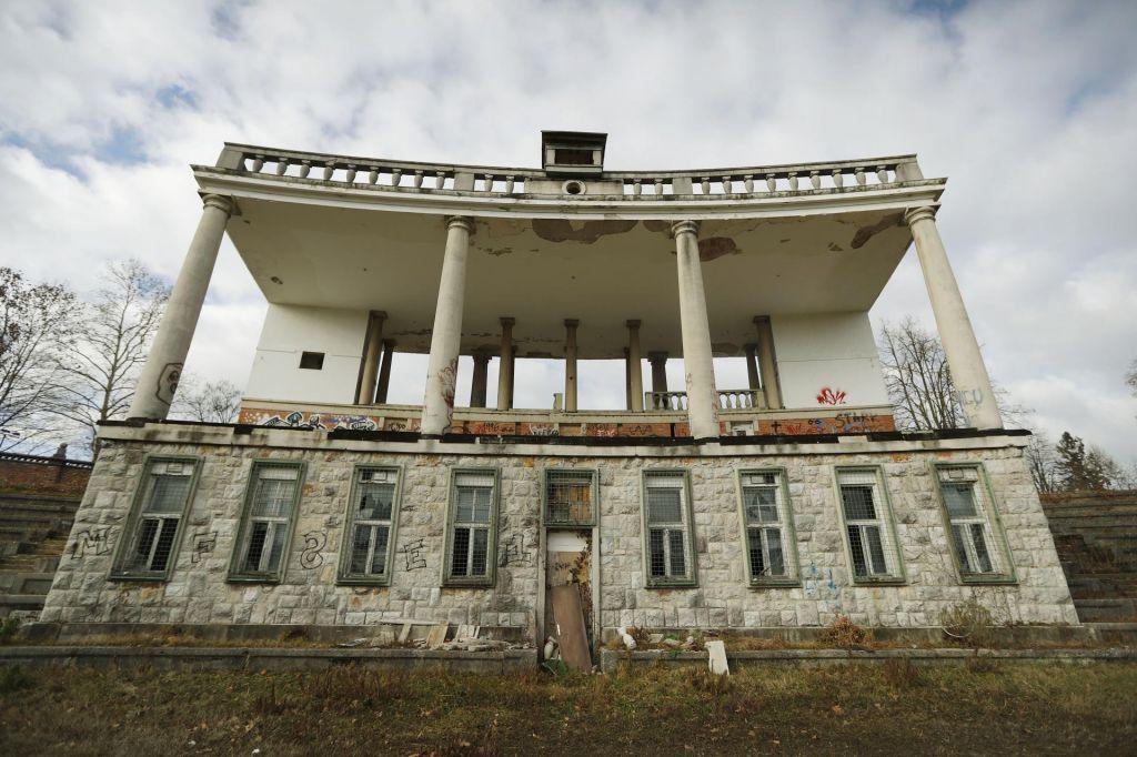 Prenoviti Bežigrajski stadion in ne uničiti Plečnikove dediščine