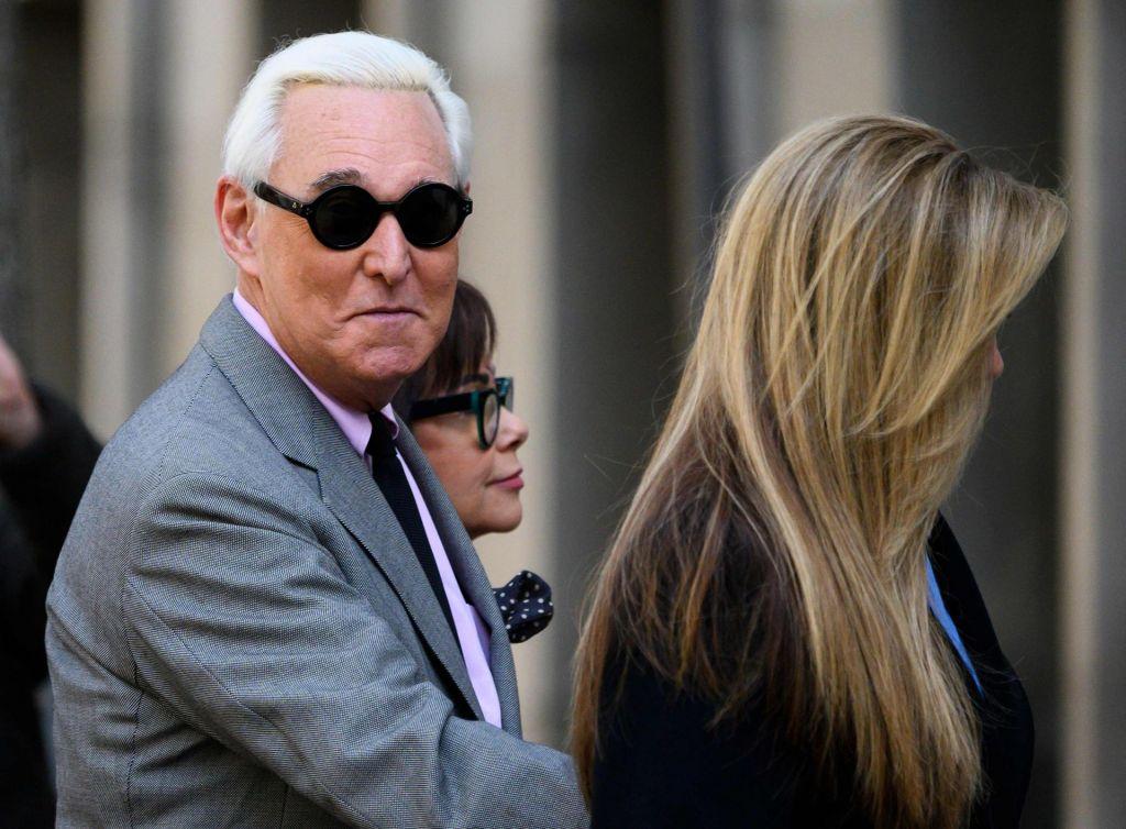 Trumpov »umazani goljuf« Roger Stone na svobodi