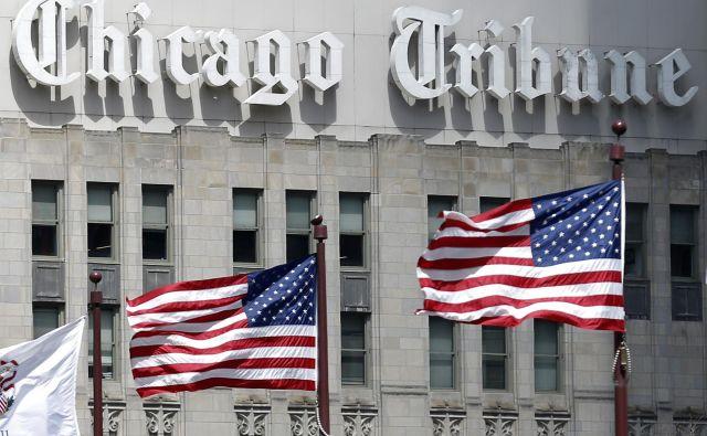 Sklad Alden Global Capital je konec lanskega leta postal tretjinski oziroma največji lastnik medijskega podjetja Tribune Publishing, ki med drugim izdaja <em>Chicago Tribune. </em>Alden nadzoruje tudi okoli 200 publikacij prek svoje družbe MediaNews Group. Hedge sklad bi obe založniški družbi, torej MediaNews Group in Tribune Publishing, lahko v prihodnosti združil in tako ustvaril novega medijskega giganta, je poročal <em>New York Times</em>. FOTO: Jim Young/Reuters
