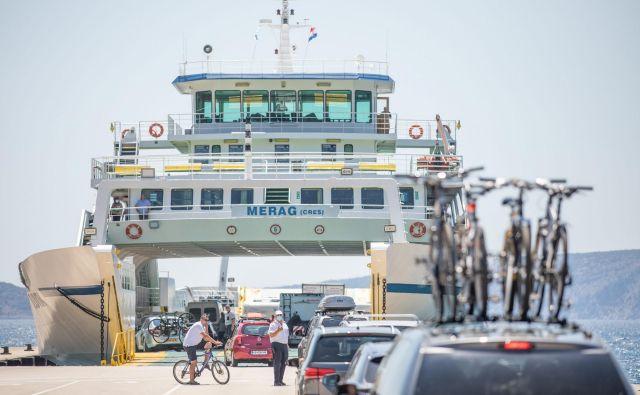 Čakanje v trajektnem pristanišču Valbiska na Krku. FOTO:Matija Djanjesic/Cropix