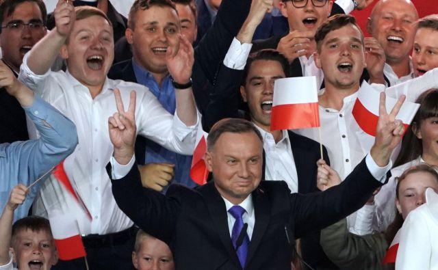 Poljski predsednik Andrzej Duda ob razglasitvi rezultatov vzporednih volitev. FOTO: Janek Skarzynski/AFP