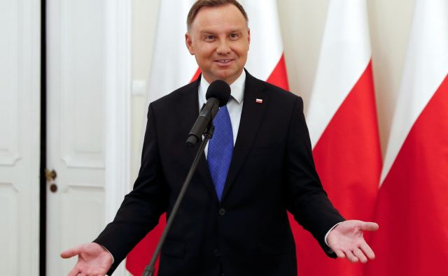 Andrzej Duda se je že v nedeljo zvečer, ko so izidi vzporednih volitev nakazali njegovo zmago, zahvalil vsem Poljakom za udeležbo v drugem krogu predsedniških volite FOTO: Aleksandra Szmigiel/Reuters