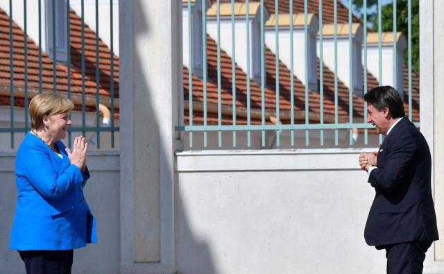 Nemška kanclerka Angela Merkel je italijanskega premiera Giuseppeja Conteja sprejela le nekaj dni pred vrhom EU, na katerem bodo voditelji držav članic poskušali doseči dogovor o evropskem proračunu in skladu za okrevanje.<br /> Foto Tobias Schwarz/Reuters