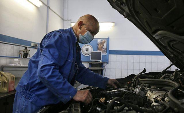 Kdor je lani na svoj stari avto že gledal postrani, bo zdaj ponosen na njegovo trpežnost. Foto Blaž Samec