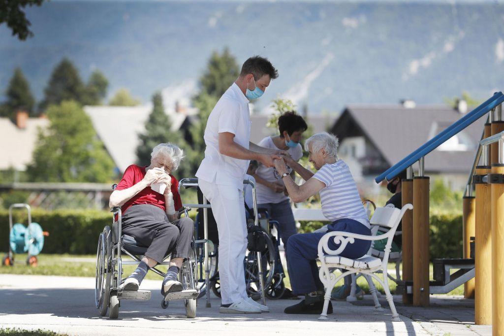 Domovi za starejše čakajo finančno injekcijo in kadre