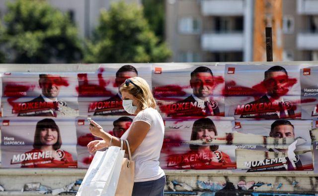 Po oceni epidemiologov je večje tveganje obisk nakupovalnih centrov kot odhod na volišče. FOTO: Robert Atanasovski/Afp