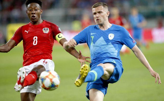 Davida Alabo so dodobra v zadnjih kvalifikacijah za euro spoznali tudi slovenski nogometaši, med njimi naš as Josip Iličić. FOTO: Roman Šipić/Delo