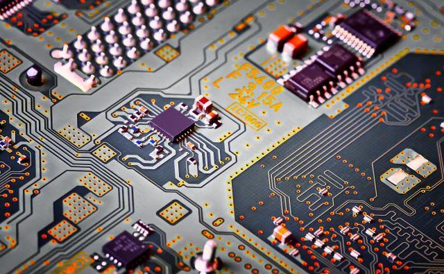Industrijo polprevodnikov poganja elektronska industrija. FOTO: Shutterstock