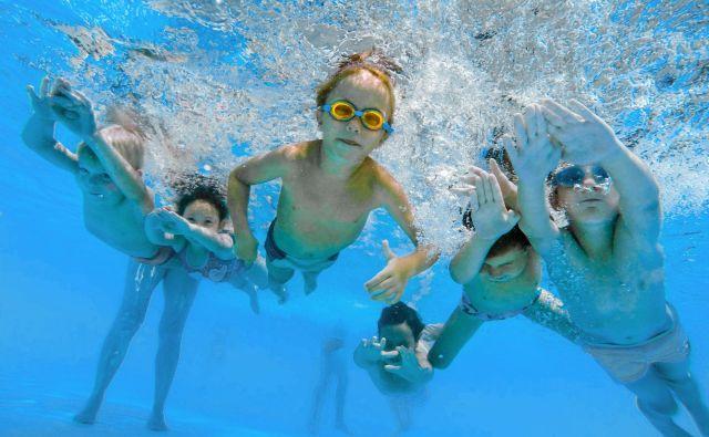Učenje in vadba v bazenu pripomoreta k izboljšanju kondicije in tehnike, hkrati pa postajaš vedno bolj sproščen in sposoben samoobvladovanja. FOTO: Voranc Vogel/Delo