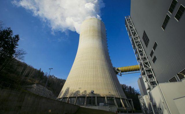 HSE, ki proizvaja elektriko v teš ter Dravskih in Soških elektrarnah, je največji proizvajalec in trgovec z električno energijo na veleprodajnem trgu pri nas, pa tudi polje, na katerem se napaja politika. Foto Jože Suhadolnik/Delo