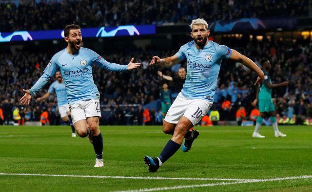 Sergio Agüero in Bernardo Silva sta imela prvi izziv po sodni novici iz Švice, ki je razveselila Manchester City. FOTO: Jason Cairnduff/Reuters