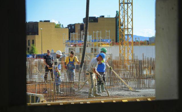 Prihodnje leto bo končana gradnje soseske Brdo s 498 stanovanji. Foto Jože Suhadolnik