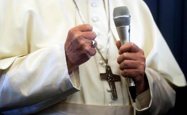 K oblikovanju tovrstnega priročnika je pozval papež Frančišek. FOTO: Gregorio Borgia/AFP