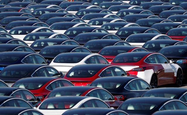 Iz več evropskih držav poročajo o navalu kupcev na električne avtomobile. FOTO: Adrian Dennis/AFP